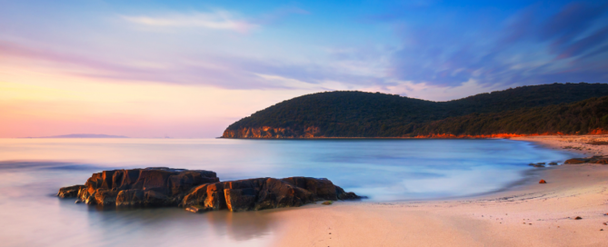 Sonnenuntergang in Cala Violina Bucht